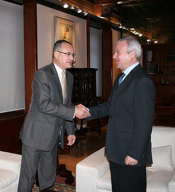 El jefe del Ejecutivo murciano recibe a Philippe Enaud, consejero delegado de la empresa Dalkia España - 2, Foto 2