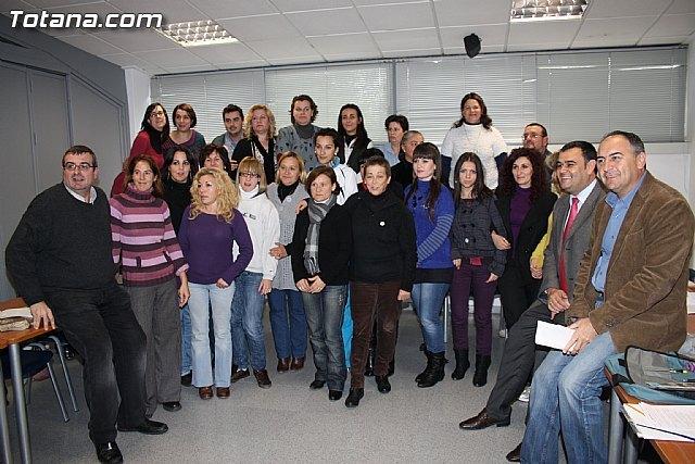 Visita a los alumnos de diversos cursos que se imparten en el Centro de Desarrollo Local - 1, Foto 1