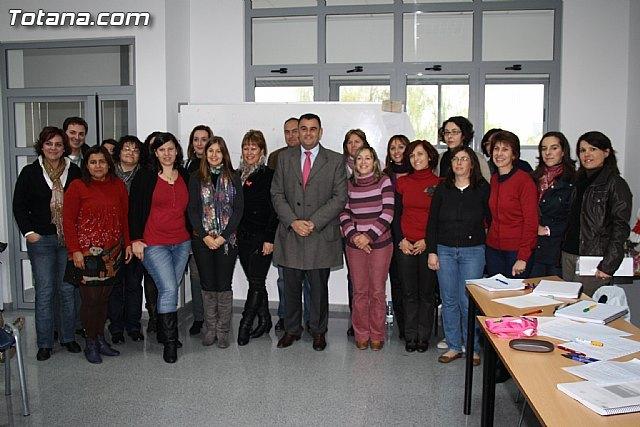 Visita a los alumnos de diversos cursos que se imparten en el Centro de Desarrollo Local - 3, Foto 3