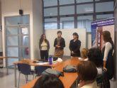 La concejal de la Mujer visita a los alumnos del curso de 'Atención sociosanitaria a personas dependientes en instituciones sociales'