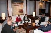 Valcárcel propone la creación de 'claúsulas sociales' en los contratos públicos para ayudar a las personas afectadas por la crisis