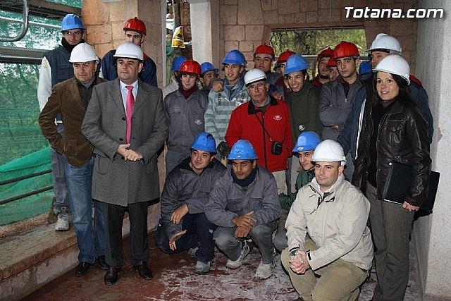 El alcalde y el concejal de Fomento y Empleo visitan las obras de restauración de la Casa de las Monjas - 1, Foto 1