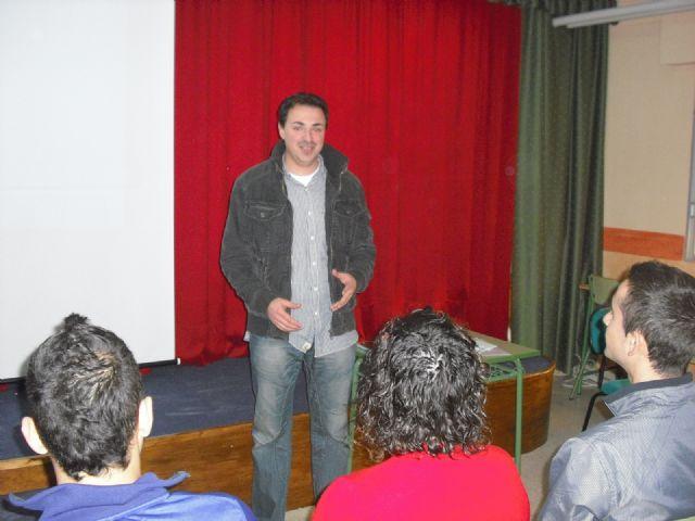 Los alumnos del instituto Prado Mayor participan en un taller para conocer los servicios y recursos prestados por el CDL - 1, Foto 1