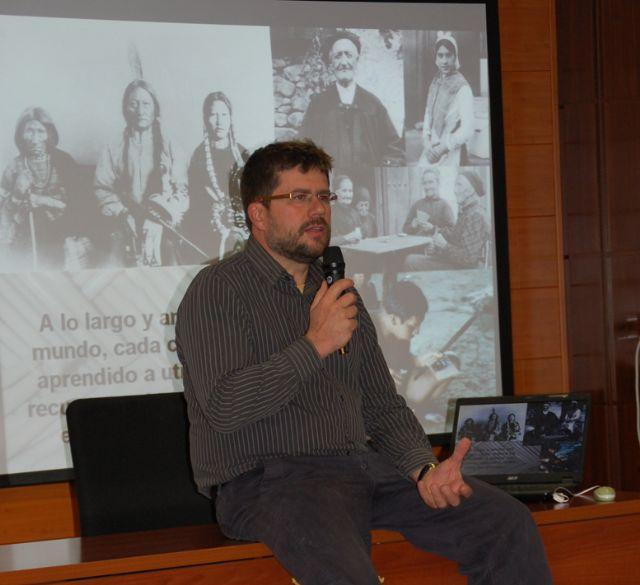 El profesor de botánica José Fajardo ofreció una charla sobre el uso y beneficio para el hombre del mundo vegetal - 1, Foto 1