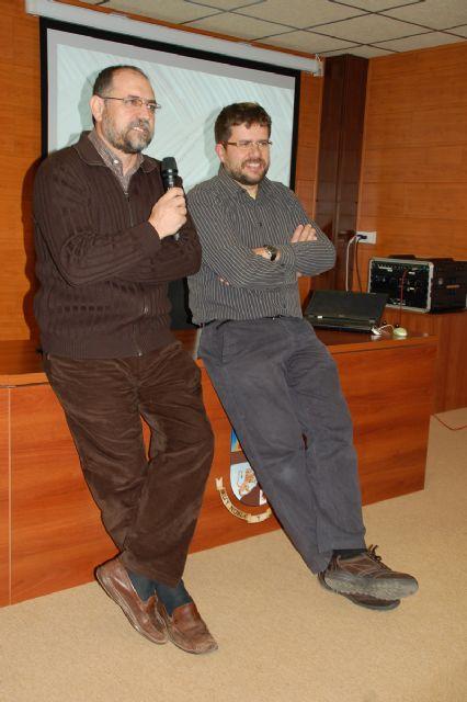El profesor de botánica José Fajardo ofreció una charla sobre el uso y beneficio para el hombre del mundo vegetal - 2, Foto 2