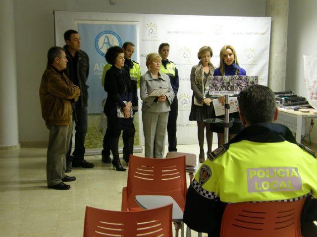 ADILOR edita un calendario con fotografías de Policías Locales de Lorca para ayudar a menores diabéticos del municipio - 1, Foto 1