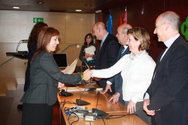 La consejera de Sanidad y Consumo asiste a la toma de posesión de nuevos profesionales sanitarios del Servicio Murciano de Salud - 1, Foto 1
