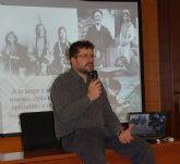 El profesor de botánica José Fajardo ofreció una charla sobre el uso y beneficio para el hombre del mundo vegetal