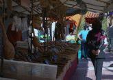 La explanada de Lo Pagán acoge un mercado romano con multitud de productos artesanales