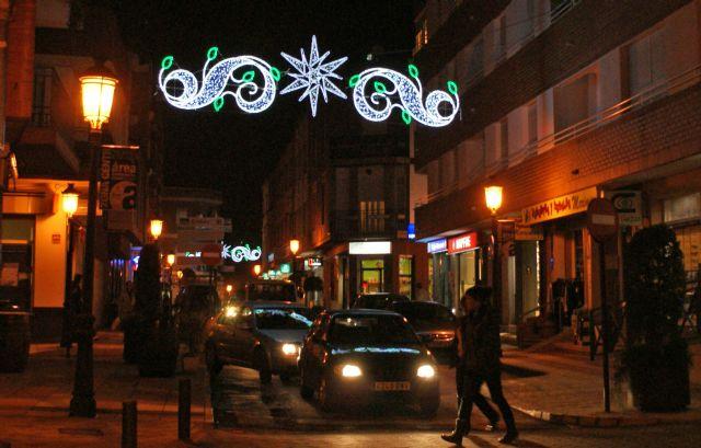 Las luces de Navidad ya iluminan el centro urbano de Puerto Lumbreras con iluminación tipo lead para favorecer el ahorro energético - 1, Foto 1