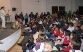 Decenas de escolares pinatarenses reciben los premios del Plan Lector Municipal
