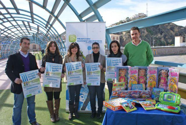 Jóvenes del PP de Puerto Lumbreras ponen en marcha la Campaña 'Regala una ilusión, dona un juguete' - 1, Foto 1