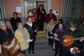 El Coro Santa Cecilia acompañado por el alcalde de Totana y el concejal de Bienestar Social felicitan la Navidad con villancicos y postales navideñas