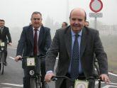 Gaspar Zarrías recorre el carril bici de la Mota del Río Segura, financiado con el Fondo Estatal 2010