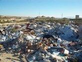 Ecologistas en Acción denuncia un vertedero ilegal junto a las lagunas de Campotejar.
