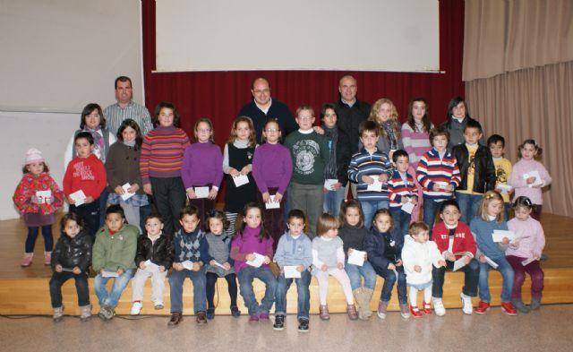 Un centenar de niños y niñas lumbrerenses felicitan la navidad con un vídeo grabado en la localidad - 1, Foto 1