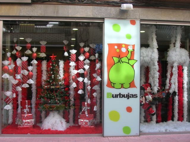 El primer premio del XV Concurso de escaparatismo celebrado este año ha sido para BURBUJAS, Foto 3