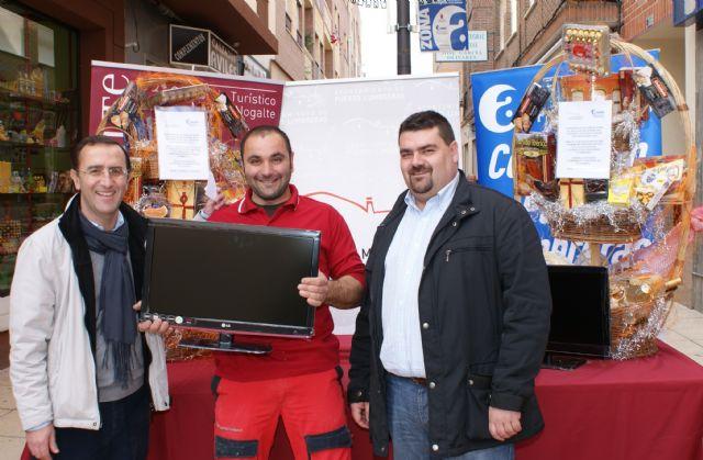 El Ayuntamiento de Puerto Lumbreras en colaboración con ASEPLU, sortean cestas de navidad entre los clientes de los comercios locales - 1, Foto 1