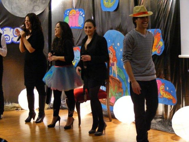 El estreno del musical 'Volando hacia los sueños' abarrota el aula de Cajamurcia de Cieza - 1, Foto 1