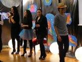 El estreno del musical 'Volando hacia los sueños' abarrota el aula de Cajamurcia de Cieza