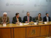 González Tovar da la bienvenida al director y al administrador del nuevo Centro Penitenciario Murcia II