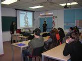 Casi una veintena de alumnos asisten a un curso de Monitor de Comedor