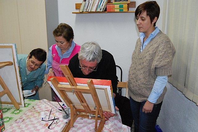 Women Councilwoman visit the paint shop of the Association of Working Women Totana, Foto 1