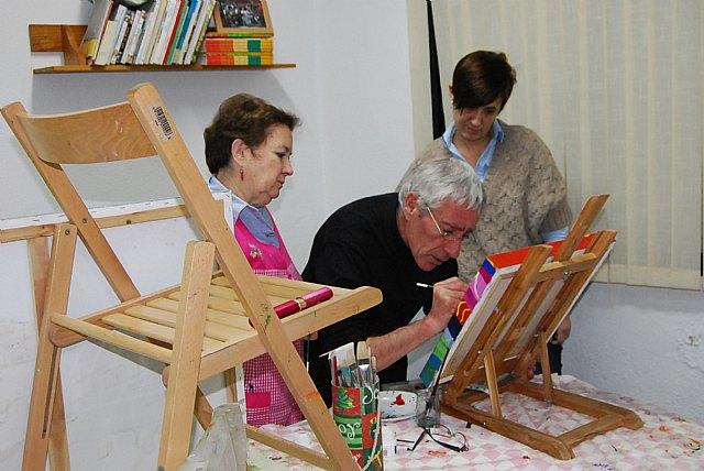 Women Councilwoman visit the paint shop of the Association of Working Women Totana, Foto 4
