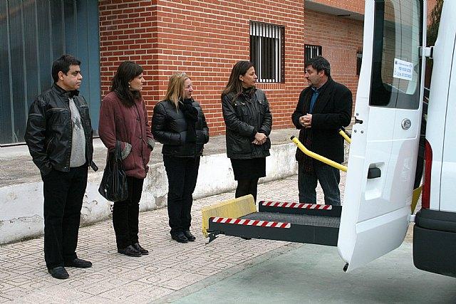 La Comunidad subvenciona un nuevo vehículo adaptado para facilitar la movilidad a niños y jóvenes de Cieza con discapacidad psíquica - 1, Foto 1