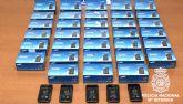 La policía detiene a tres personas y recupera 33 teléfonos móviles de última generación de los que estos se habían apoderado