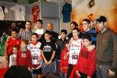 Jugadores del Reale Cartagena clausuran el stand de la Federación en la Feria de Ifepa