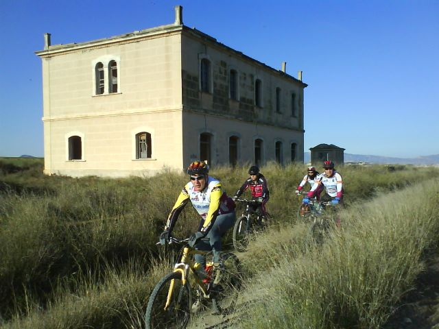 About a dozen cyclists took part in the Totana, Mazarron path that took place last Sunday