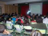 Las concejalías de Educación y Seguridad Ciudadana inician la campaña de sensibilización contra el absentismo escolar 'No dejes tu silla vacía'