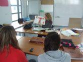 Los alumnos del Programa Servicios Auxiliares de Estética reciben una charla informativa sobre la educación afectivo-sexual