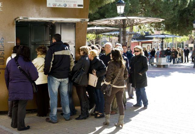 Colas para comprar la entrada del Concurso de Chirigotas - 1, Foto 1