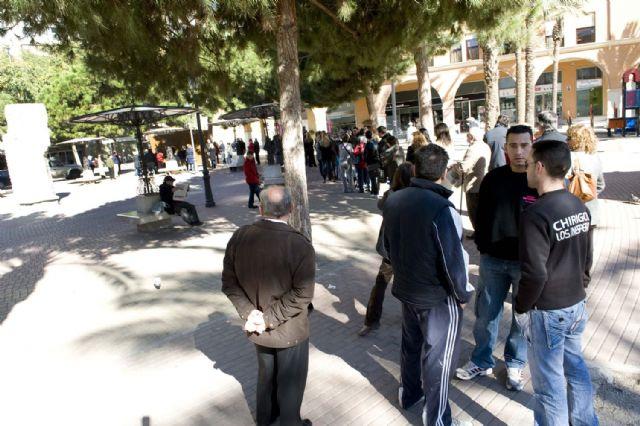 Colas para comprar la entrada del Concurso de Chirigotas - 2, Foto 2