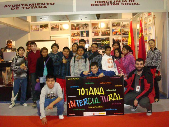 El ayuntamiento de Totana participa con un expositor en la feria Entreculturas 2011, Foto 2