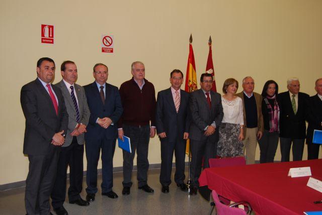 El alcalde de Totana y el consejero de Política Social suscriben un convenio, Foto 3