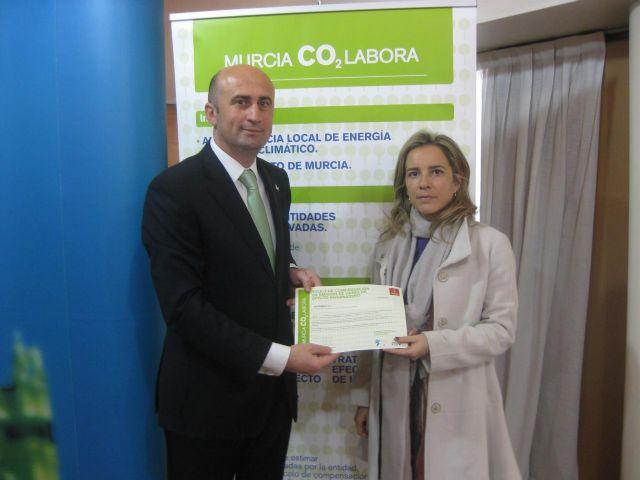 El Ayuntamiento entrega a la empresa Disfrimur el primer título para la compensación de emisiones del proyecto Murcia CO2labora - 1, Foto 1