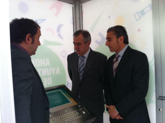 González Tovar y el alcalde de Beniel inauguran 2 cabinas electrónicas - 1, Foto 1