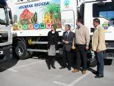 Con los dos nuevos camiones incorporados esta mañana, el Servicio Municipal de Recogida de Basuras cuenta ya con cuatro modernos vehículos