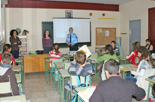 Más de 350 alumnos participaron en la VII 'Campaña de Absentismo Escolar' organizada en Puerto Lumbreras - 1, Foto 1