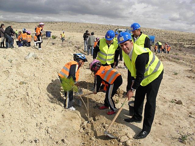 La Comunidad y Afarem muestran a los escolares el desarrollo de la actividad minera respetuosa con el medio ambiente - 2, Foto 2