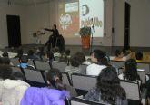 El escritor Pablo Albo explica como crear historias a más 500 escolares de San Pedro del Pinatar
