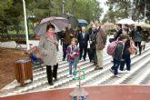 Una fuente, juegos infantiles y bancos de madera, adornan la renovada Plaza de las Palmeras