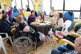 Los usuarios y familiares de la residencia 'La Purísima' participan en una jornada de puertas