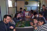 Los niños de la eduteca Alvagón, situada en el barrio Olímpico-Las Peras, realizan talleres abiertos al barrio