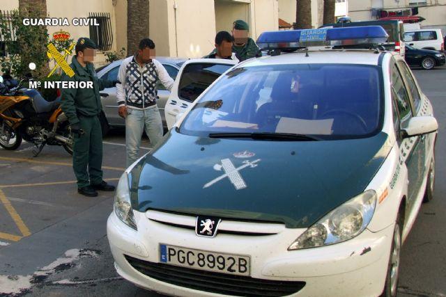 La Guardia Civil detiene a dos personas por el atraco a un establecimiento en El Albujón - 2, Foto 2