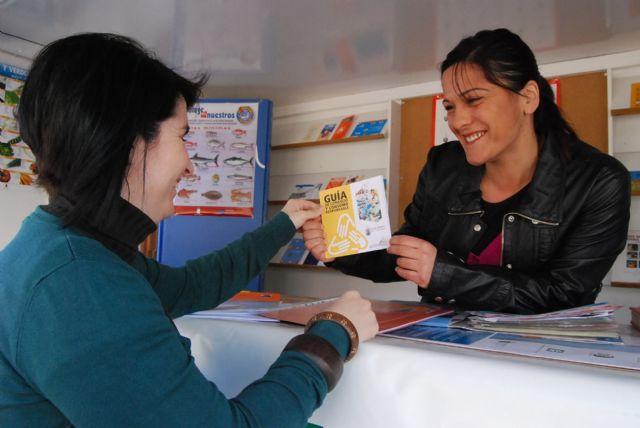 Los ciudadanos de Totana reciben información sobre comercio y consumo responsable con el fin de proteger el medio ambiente - 1, Foto 1