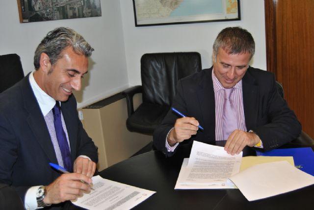 El Ayuntamiento de Beniel y Telefónica firman un convenio para facilitar a los ciudadanos el acceso a la Sociedad de la Información - 2, Foto 2